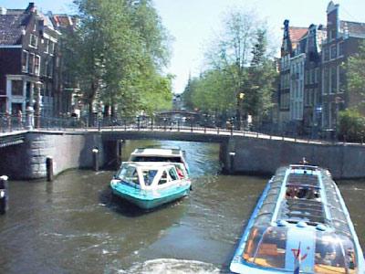 Amsterdam canal boat esplorarla dall 39 acqua con le for Houseboat amsterdam prezzi